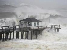 Superstorm Sandy roars into Northeast