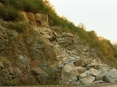Rock slide closes I-40 in Haywood