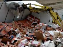 Truck carrying ramen noodles wrecks on I-95 near Rocky Mount