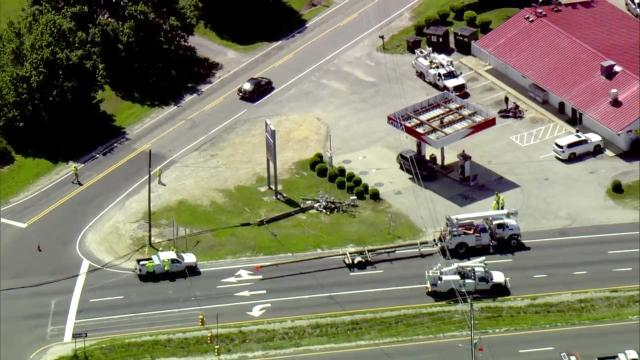 Fayetteville Road intersection closed in Fuquay-Varina after truck hits power lines