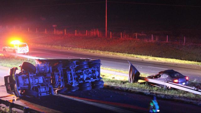 Overturned dump truck closes I-95 in Cumberland County