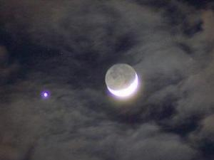Crescent moon and the planet Venus closely paired in the western sky on May 19, 2007. See Q&A text for photo credit and source information.