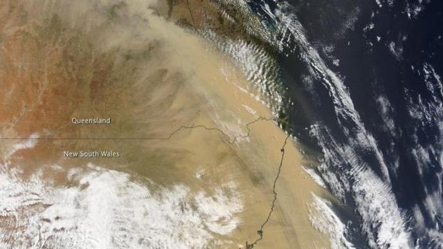 Dust front crossing northeast Australia on 23 Sep 09, from the NASA Terra satellite.