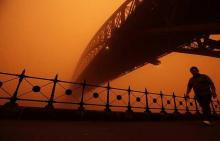 Dust pall over the Sydney Harbor Bridge. Reuters photo.