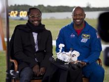 Will.i.am and Leland Melvin at the Mars Science Lab Tweetup