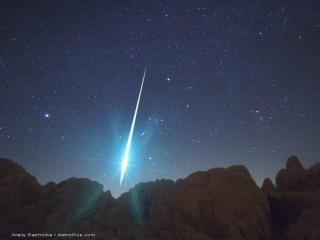 Very bright Geminid captured over the Mojave Desert in 2009. (Photo by Wally Pacholka/AstroPics.com/TWAN)