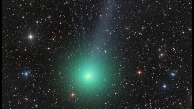 The coma Comet Lovejoy, C/2014 Q2 glows a bright green in this telescopic image from December 16, 2014  (Image: Damian Peach)