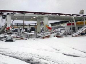 A Shell gas station on Ruin Creek Road in Henderson was damaged early Thursday, Feb. 26, 2015, by snow. (Photo by Danny Wilkerson, Henderson Fire Chief)