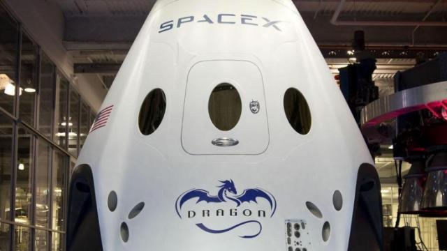 Dragon Crew Capsule incorporates powerful engines for pad escape (Credit: SpaceX)
