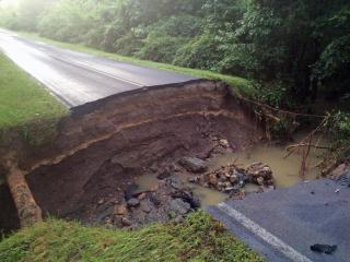 Authorities shut down Glenn Road early Monday due to a large sinkhole. (Photo by Jamie Munden)