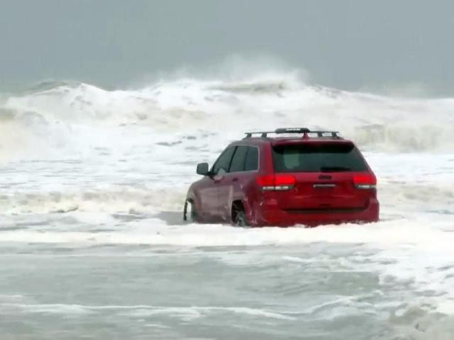Raw: Jeep, once stuck in surf, pulled from Myrtle Beach