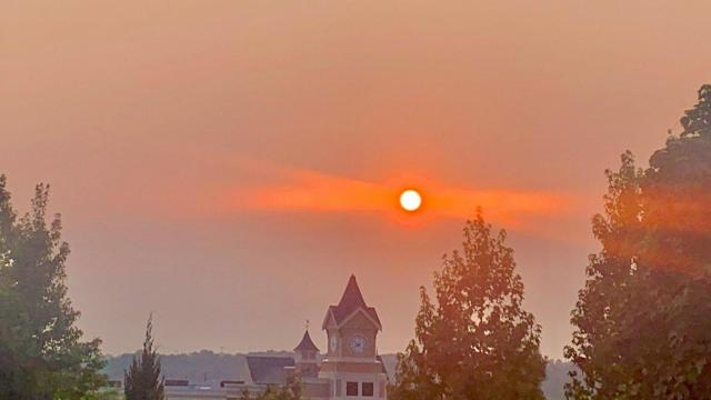 How western wildfires create red sunsets in North Carolina
